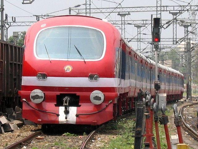 18646 train running status