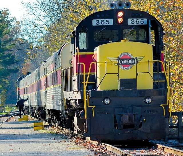 09090 Train Running Status